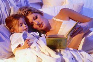 Thói quen đọc sách cho bé trước khi ngủ mang đến nhiều lợi ích tuyệt vời