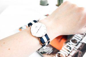 Đồng hồ nữ dây vải là trào lưu mới được nhiều bạn trẻ yêu thích