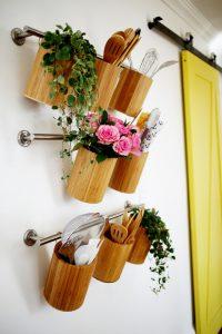 Những chậu cây xanh giúp không gian bếp nhà bạn tươi sáng hơn