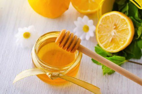 Mật ong trị đau họng cũng rất tốt