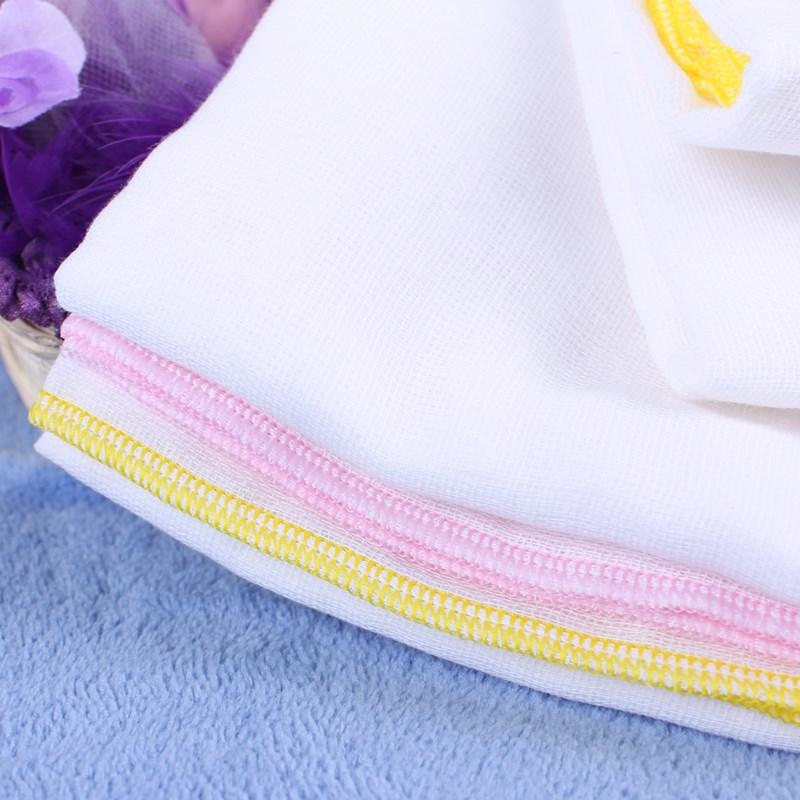 Vệ sinh khăn tắm, khăn sữa ngay sau khi sử dụng để đảm bảo an toàn cho làn da bé