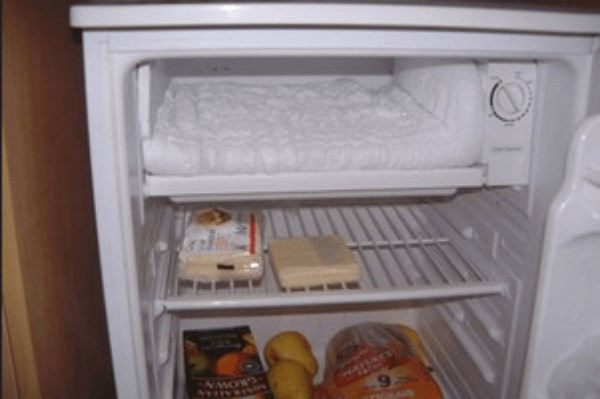 Tủ lạnh Toshiba làm thực phẩm ở ngăn mát bị đóng tuyết