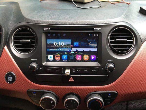 Đầu DVD ô tô với nhiều tính năng hiện đại.