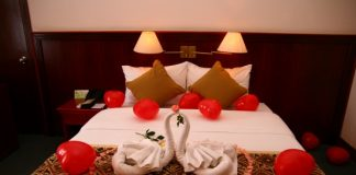 Trang trí phòng cưới đơn giản đẹp