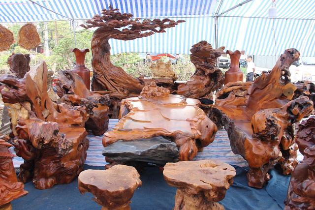 Tìm hiểu bàn ghế gỗ trai vàng đẹp