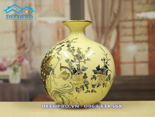 Bình gốm sứ Chu Đậu vẽ vàng chim công vượng tài