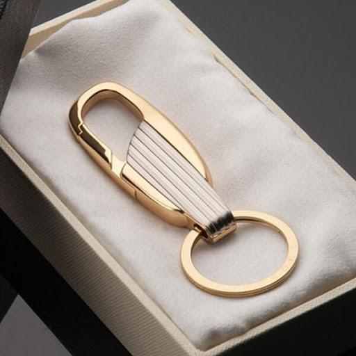Móc khóa trang trí là món quà ấn tượng dành tặng sếp